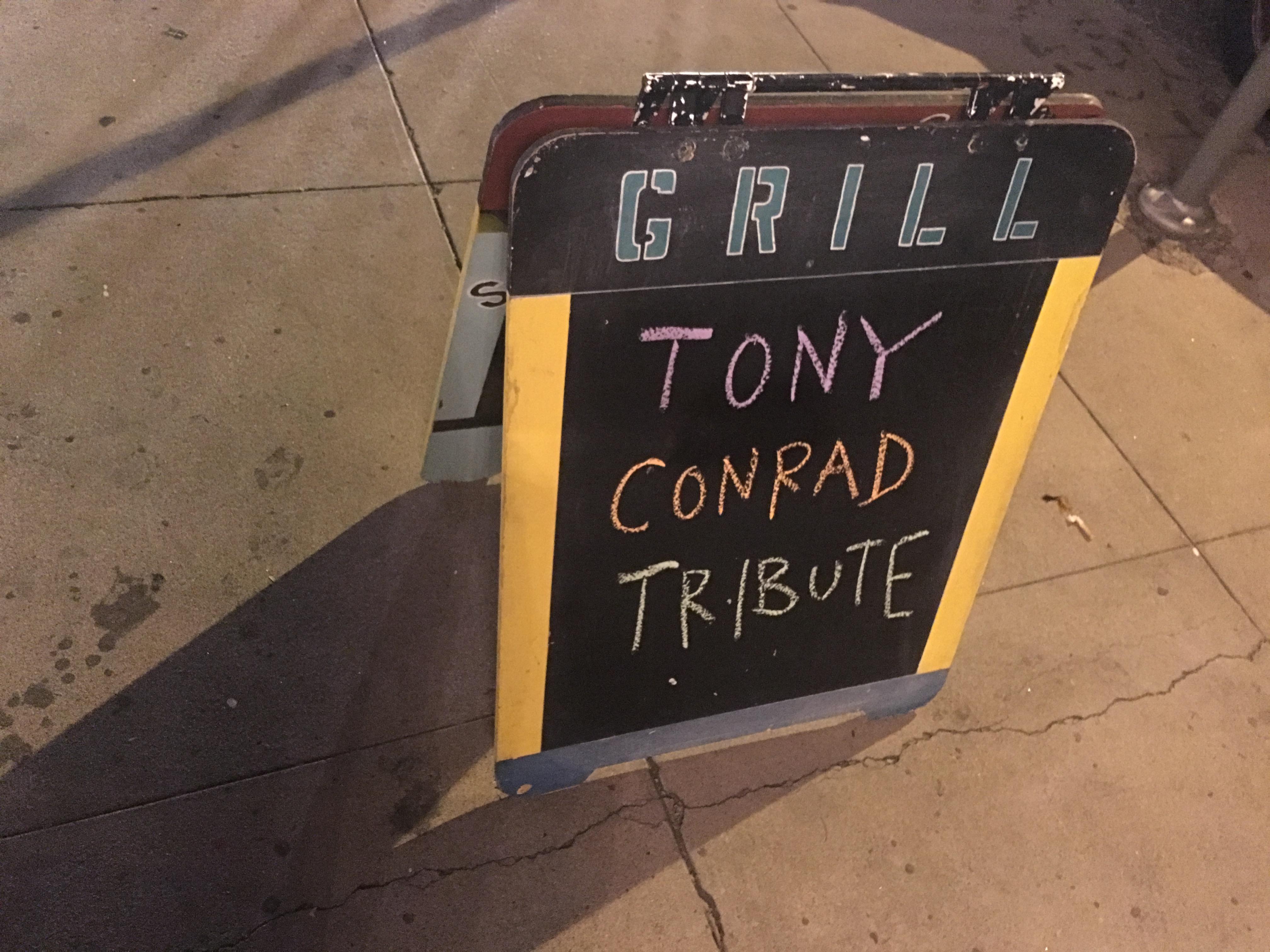 tony-con-sign